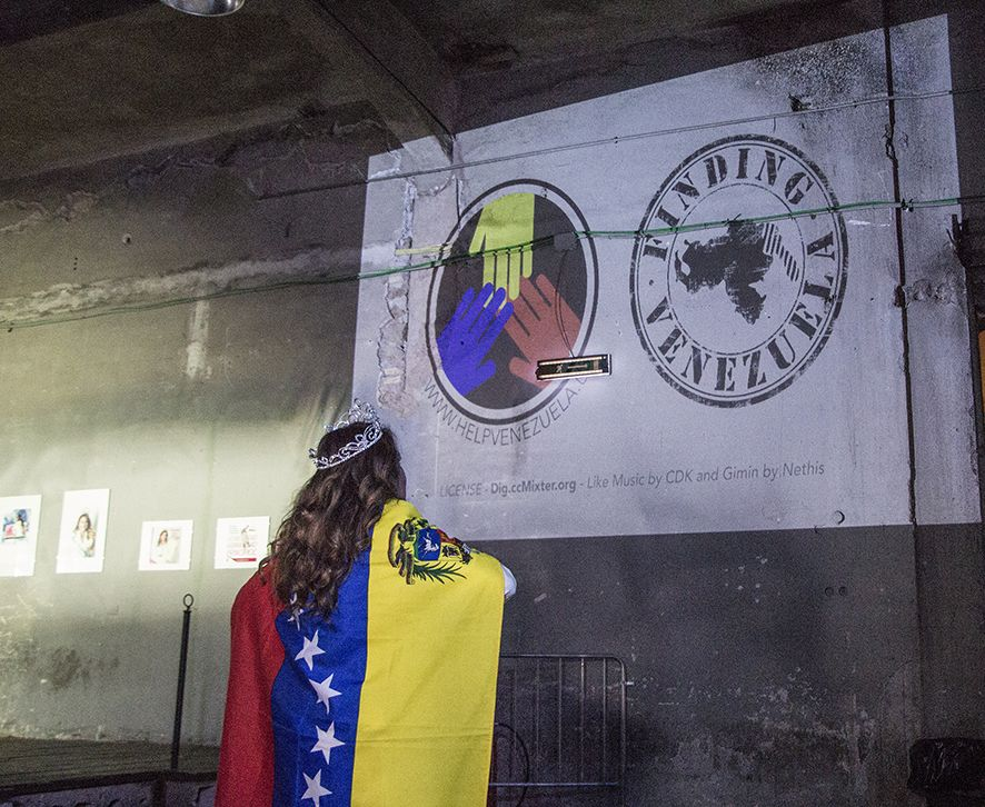 La artista Nina Dotti presenta Help Venezuela en Roma