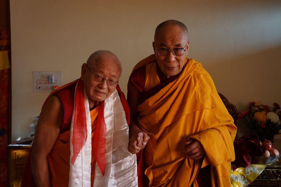 Fotografia Khen Rinpoche y S.S. el Dalai Lama