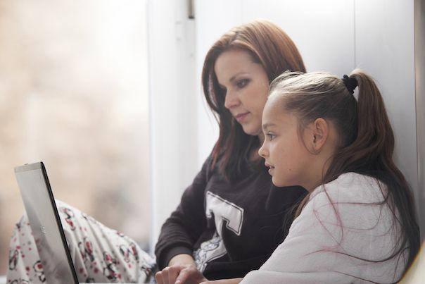 Fotografia Niños responsables en internet en el día del niño