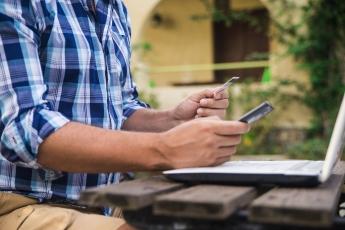 ¿Cómo evitar riesgos al reservar vacaciones en internet?