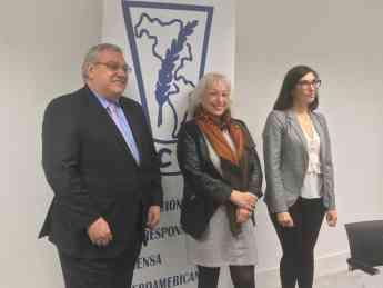 Gerardo Correas, presidente EIP, Sully Fuentes, presidenta ACPI y