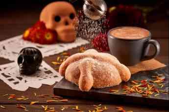 Pan de Muerto y Chocolate Caliente