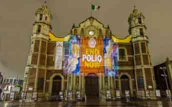 Antígua Basílica de Guadalupe Iluminada con imagen de End Polio Now