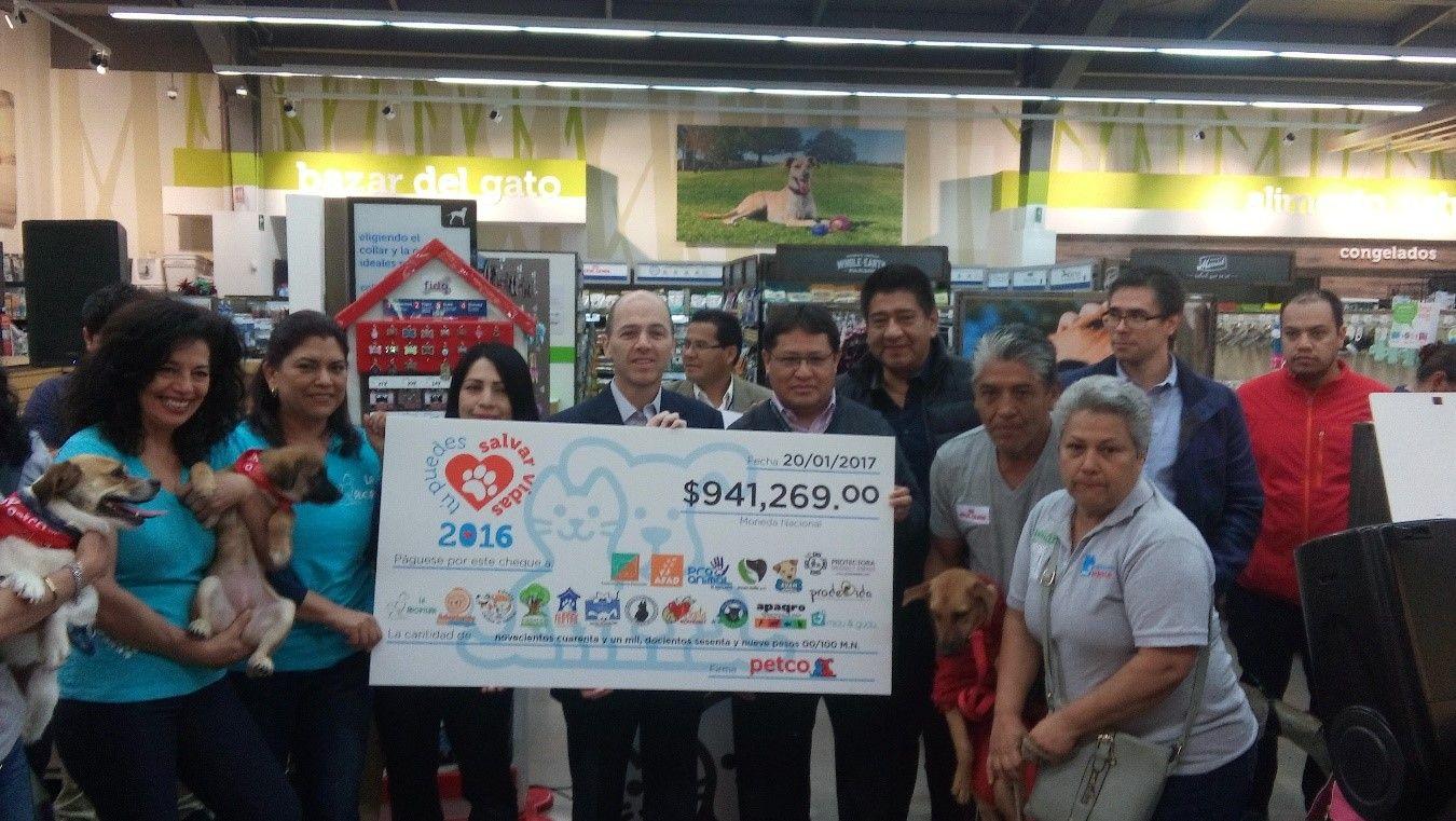 Foto de Casi un millón de pesos para centros de adopción de