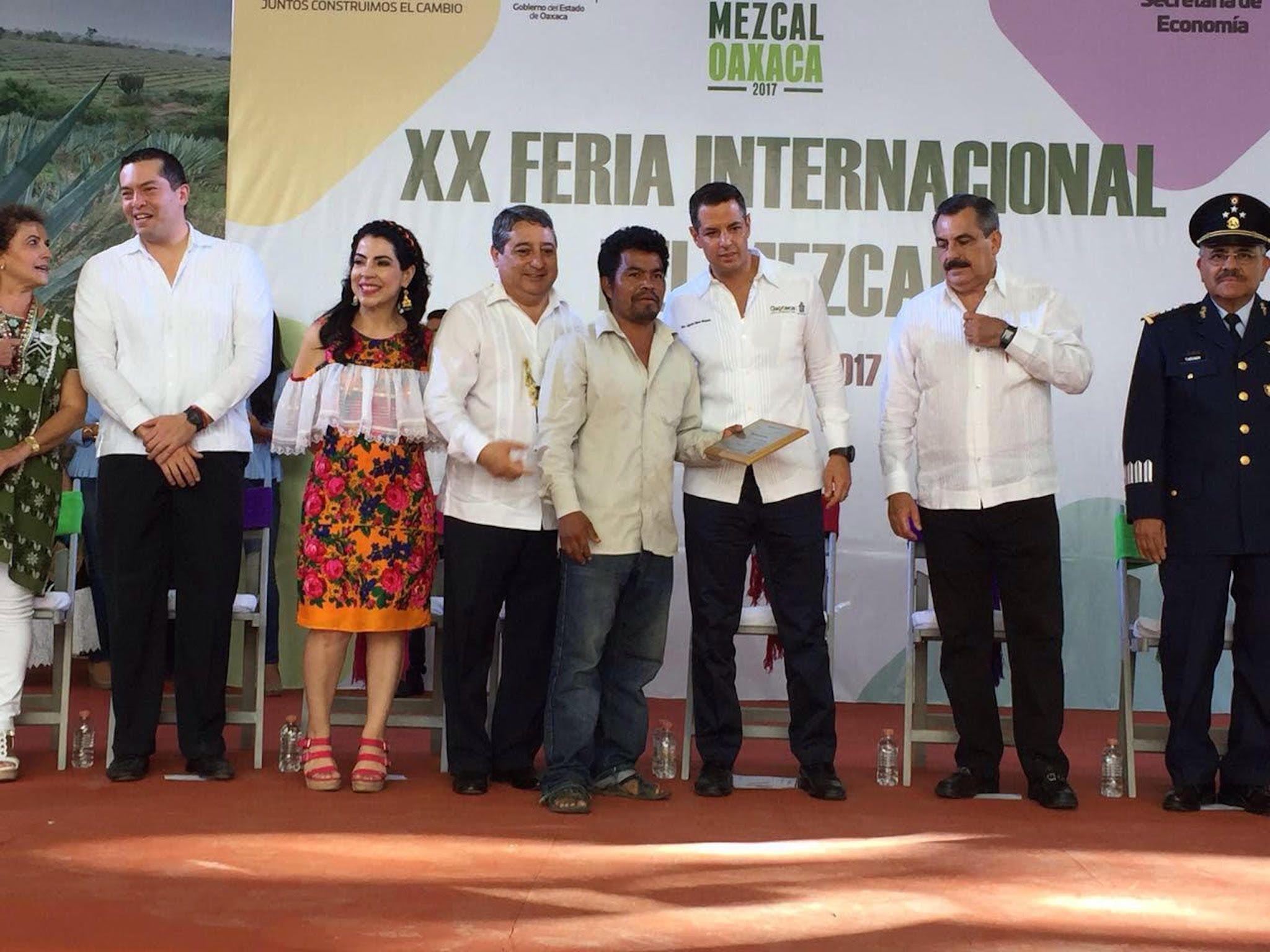 Foto de Reconocen a Mezcalero de Mezcal Carreño