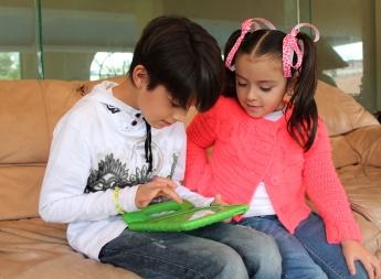 Foto de Niños usando Towi