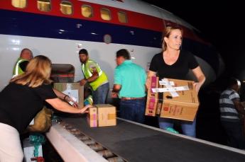 Natalia Denegri entrega ayuda humanitaria en Puerto Rico