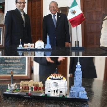 Foto de Presentación ante la Embajada de México