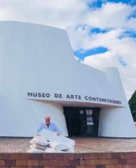 Foto de José Cosme en el MAC Bogotá