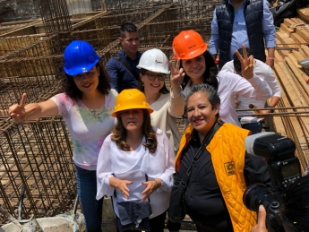 Magui Fisher, Gabriela Jiménez y Mariana Gómez del Campo celebran el día de la Santa Cruz