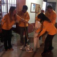 Foto de Voluntarios de Scientology ayudan en labores de limpieza