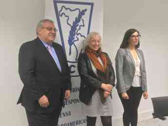 Gerardo Correas, presidente EIP, Sully Fuentes, presidenta ACPI y Marina Fernandez, directora RRII EIP