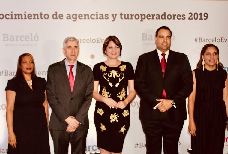 Foto de Barceló reconoce a sus colaboradores locales en El Embajador