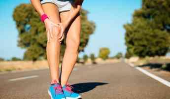 El dolor de rodilla puede deberse a distintos factores