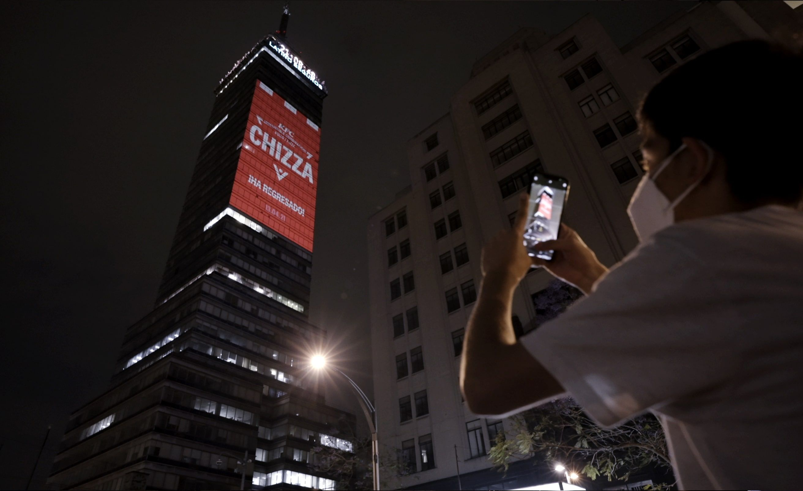 Foto de KFC anuncia el regreso de CHIZZA en la Torre Latinoamericana