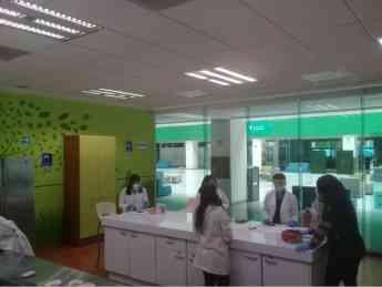 Foto de Estudiantes en laboratorios