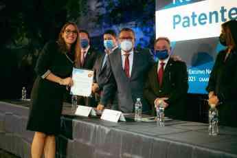 Foto de Entrega AGA reconocimiento a nuevos Agentes Aduanales