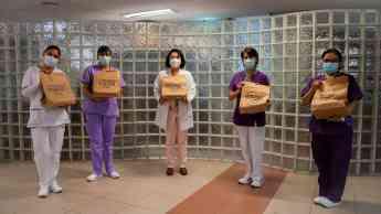 Entrega gigante de comidas para el personal médico de la salud