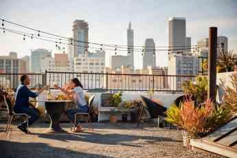 Pareja en la terraza