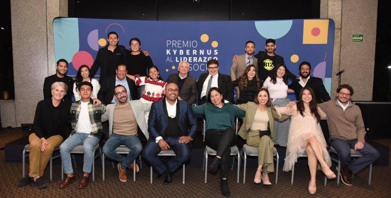 Fotografia Finalistas del Premio Kybernus al Liderazgo Social 2021