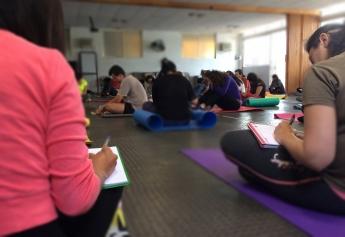 Foto de Estudiantes Tomando notas de Tensegridad