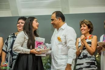 Entrega de condecoración por parte del Gobernador de Guerrero