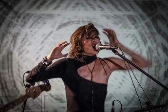 María Robot presenta su álbum debut