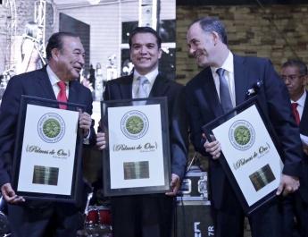 Foto de Los premiados Gerardo Islas, Santiago Kuribreña y Alejandro